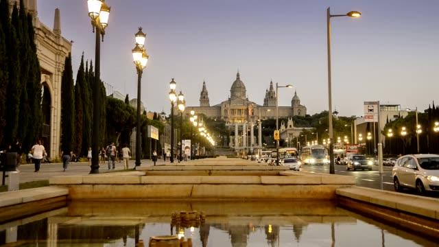 vídeos y material grabado en eventos de stock de horizonte de emblemático fira barcelona montjuic al atardecer - cultura mediterránea
