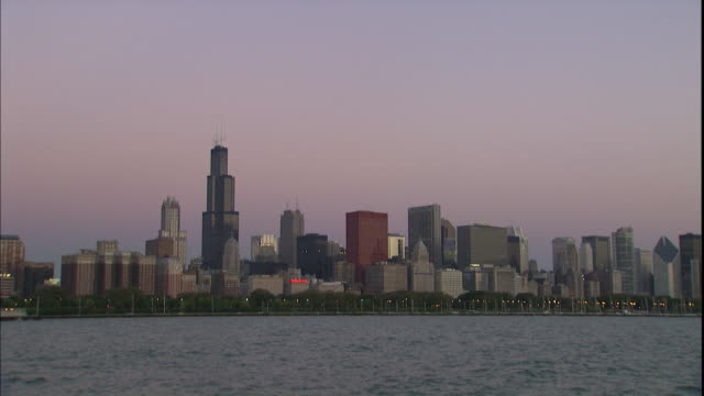 famous landmarks like sears tower, two prudential plaza and the aon center fill the chicago skyline. - two prudential plaza stock videos & royalty-free footage