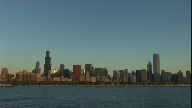 famous landmarks like sears tower (willis tower), two prudential plaza and the aon center fill the chicago skyline. - two prudential plaza stock videos & royalty-free footage
