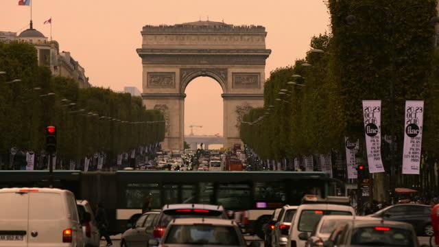famous sights in paris, france - arc de triomphe paris stock videos & royalty-free footage