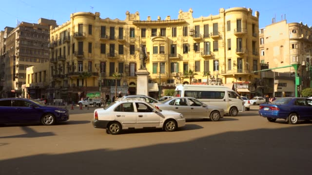 berömda talaat harb square i centrala kairo, egypten - egypten bildbanksvideor och videomaterial från bakom kulisserna
