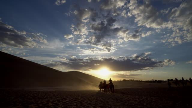 famous travel destinations beside mogao caves in dunhuang not only for the beautiful scenery of desert the mingsha shan desert is also a part of the... - hovdjur bildbanksvideor och videomaterial från bakom kulisserna