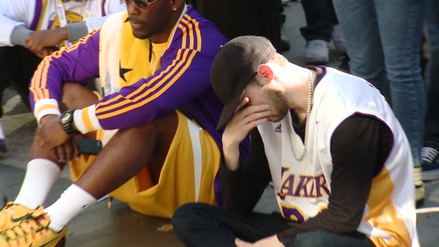 fan mourns at crowds gather outside staples center for kobe bryant memorial at staples center on january 27 2020 in los angeles california - staples center video stock e b–roll