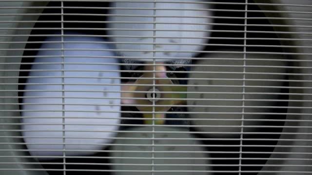 vidéos et rushes de fan de climatiseur - chaleur