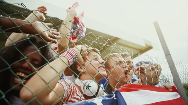 vidéos et rushes de ventilateur soutenant leurs équipes nationales aux etats-unis, événement sportif - clôture