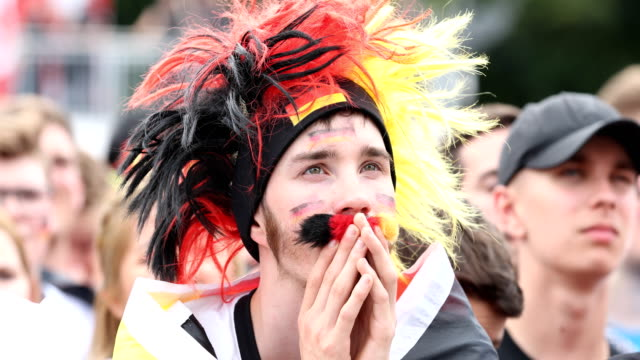 vídeos y material grabado en eventos de stock de a fan with a hat in the colors of the german flag gets upset after germany lost the 2018 fifa world cup russia group f match against korea republic... - angustiado