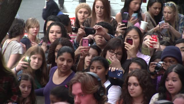 fans and press at 'big time movie' starring big time rush original tv movie premiere and nickelodeon meet & greet on 3/8/2012 in new york, ny, united... - nickelodeon点の映像素材/bロール