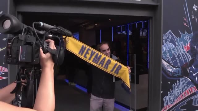psg fans are already hurrying to buy neymar gear hours before the brazilian football star makes an official appearance with his new team - neymar da silva stock-videos und b-roll-filmmaterial