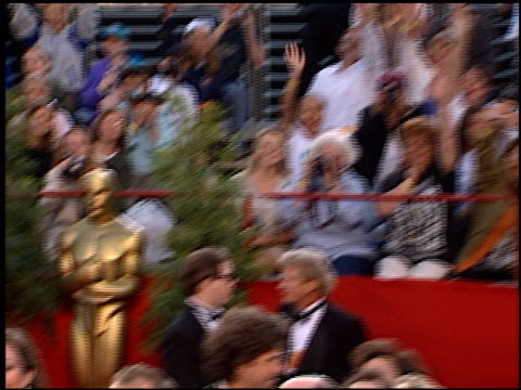 stockvideo's en b-roll-footage met fans at the 1997 academy awards arrivals at the shrine auditorium in los angeles california on march 24 1997 - 69e jaarlijkse academy awards