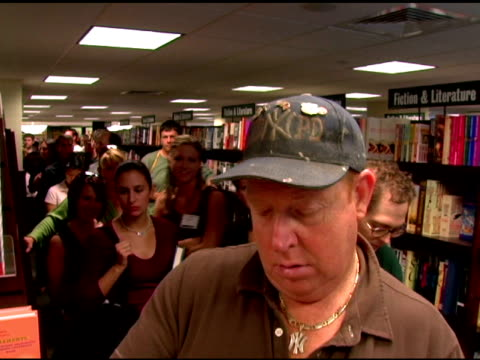 fans at the book signing by stephen baldwin of 'the unusual suspect: my calling to the new hardcore movement of faith' at barnes & noble new york... - stephen baldwin stock-videos und b-roll-filmmaterial