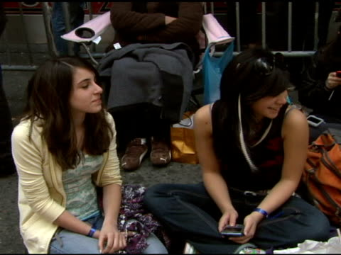 fans at the clay aiken signs copies of his new album 'on my way here' at virgin megastore in new york, new york on may 6, 2008. - virgin megastore点の映像素材/bロール