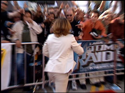 fans at the 'lara croft tomb raider' premiere on june 11 2001 - croft stock videos & royalty-free footage