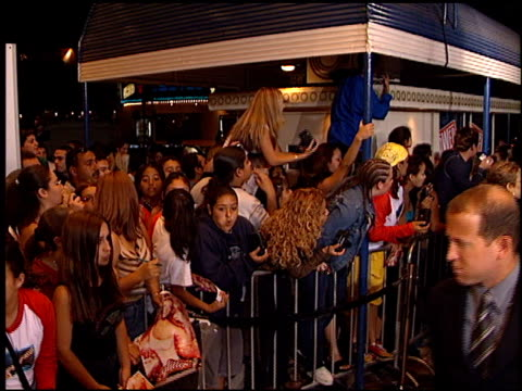 fans at the mariah carey 'glitter' premiere on september 20 2001 - mariah carey stock-videos und b-roll-filmmaterial