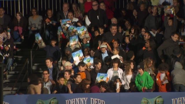 vídeos de stock, filmes e b-roll de fans at the 'rango' premiere at westwood ca - westwood