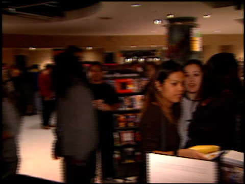 fans at the ricky martin virgin cd party at virgin records in west hollywood, california on may 10, 1999. - ヴァージンレコード点の映像素材/bロール