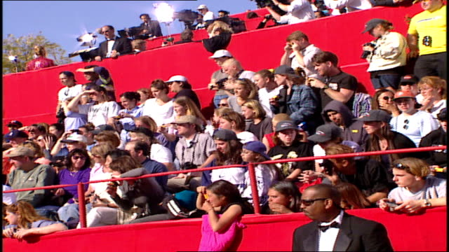 fans cheering at the 71st academy awards red carpet - 71st annual academy awards stock videos & royalty-free footage