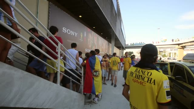 vídeos de stock, filmes e b-roll de pan fans enter maracana stadium ahead of the france ecuador match on the 25th of june 2014 - uruguai