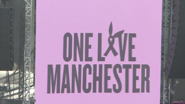 vídeos de stock e filmes b-roll de fans gather in manchester for a star studded charity concert recalling victims of a suicide bomb attack following an ariane grande concert last month... - ariana grande