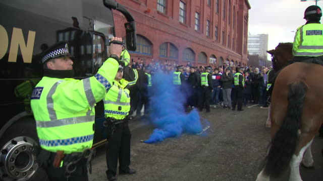 vídeos y material grabado en eventos de stock de fans heading to football matches this weekend are bound to come across police there to make sure they stay safe but a new review is looking at how... - the informers