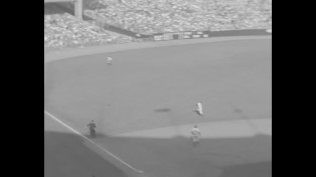 cu fans in grandstands / brooklyn dodgers george shuba hits home run / new york yankees hank bauer jumps against stadium wall to try to catch ball /... - frivarv bildbanksvideor och videomaterial från bakom kulisserna