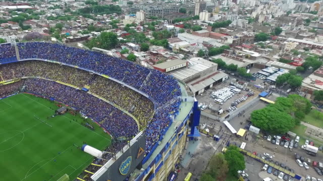 fans of boca juniors cheer for their team before the first leg match between boca juniors and river plate as part of the finals of copa conmebol... - ラボカ点の映像素材/bロール