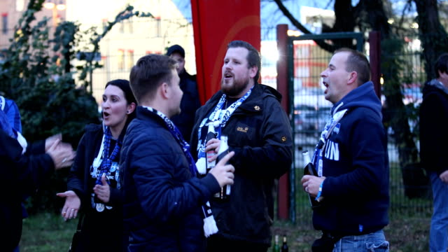 fans of hertha bsc sing and arrive at the bundesliga match between 1 fc union berlin and hertha bsc at stadion an der alten foersterei on november 2... - sportliga stock-videos und b-roll-filmmaterial