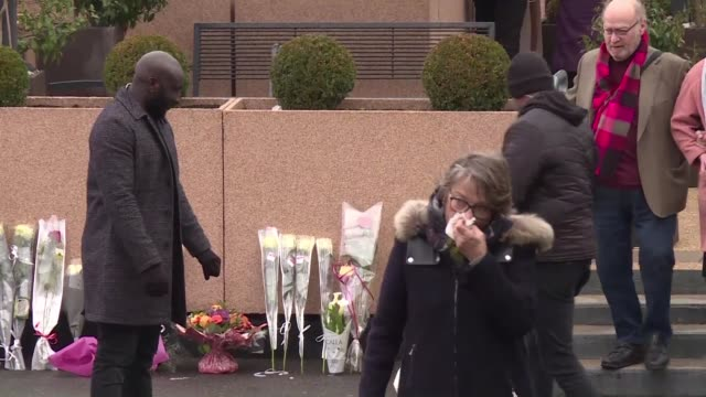 stockvideo's en b-roll-footage met fans of late french singer france gall went to pay their respects at nanterre funeral parlour outside of paris on wednesday - begrafenis