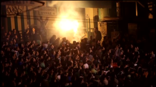 vidéos et rushes de fans of panathinaikos protest the punishment against their team inflicted as 'playing behind the closed doors' while watching the football match... - athens greece