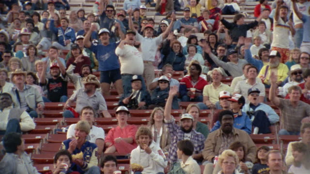 1985 WS fans of Tampa Bay Bandits in stands at USFL game/ USA