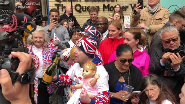 fans of the royal family drinking champagne and singing 'congratulations' by cliff richard outside the lindo wing after the birth of prince william... - cliff richard stock videos & royalty-free footage