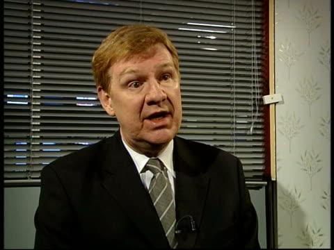 vídeos y material grabado en eventos de stock de far east pneumonia reaches britain; itn london: int cms sir liam donaldson interview sot - neumonía