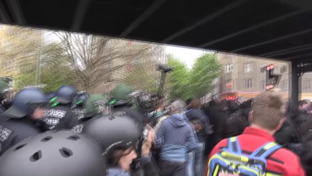 vídeos de stock, filmes e b-roll de far left activists march during the may day labour day demonstration in kreuzberg in berlin germany on may 1 2017 police arrest some of protestor... - 1 de maio