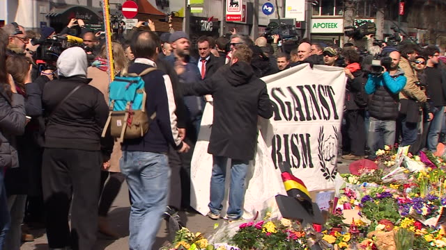far right 'casuals against terrorism' protesters arguing with members of the public at the place de la bourse after the brussels terror attacks - monumento commemorativo temporaneo video stock e b–roll