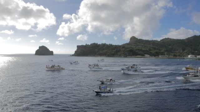 farewell party (miokuri), ogasawara - motoscafo da competizione video stock e b–roll