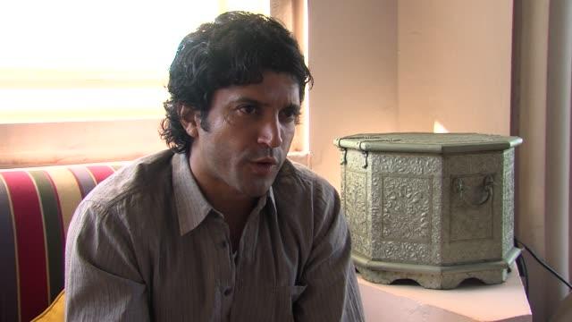 farhan akhtar on producing for reema kagti on playing milkha singh in the upcoming movie biopic at the don 2 interview at 8th dubai international... - 伝記映画点の映像素材/bロール
