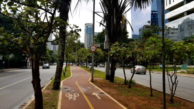 vídeos de stock, filmes e b-roll de faria lima avenue in sao paulo - avenida