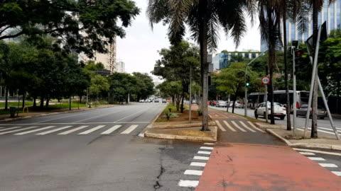 stockvideo's en b-roll-footage met faria lima avenue in sao paulo - brede straat