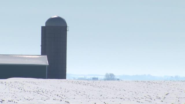 vídeos de stock, filmes e b-roll de farm covered in snow on march 31, 2014 in chicago, illinois. - chicago illinois
