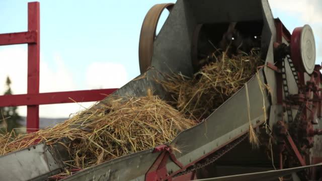 農業機器 - 干草用熊手点の映像素材/bロール