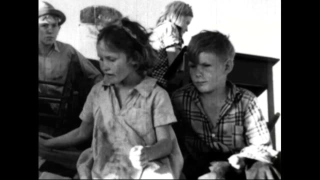 farm families leave farms during the dust bowl - dust bowl stock videos and b-roll footage