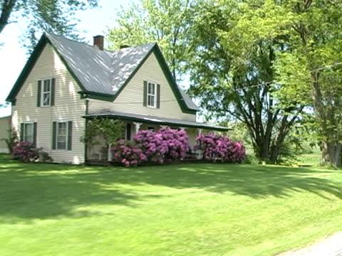 ファームハウスに春 - ファームハウス点の映像素材/bロール