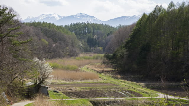 farm in the mountainous rural area - 離れた点の映像素材/bロール