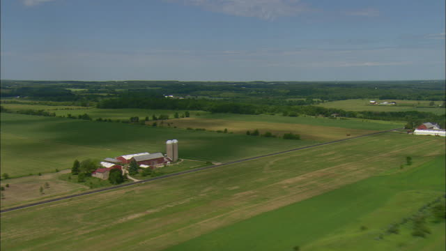 aerial farm with silos and two-lane rural highway, waukesha, wisconsin, usa - wisconsin video stock e b–roll