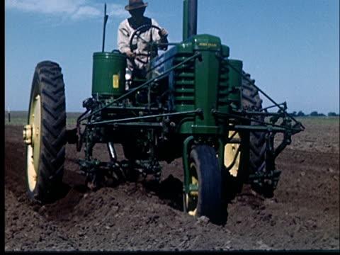 ms, cu, farmer driving john deere tractor in field, 1950's, oklahoma, usa - plough stock videos & royalty-free footage