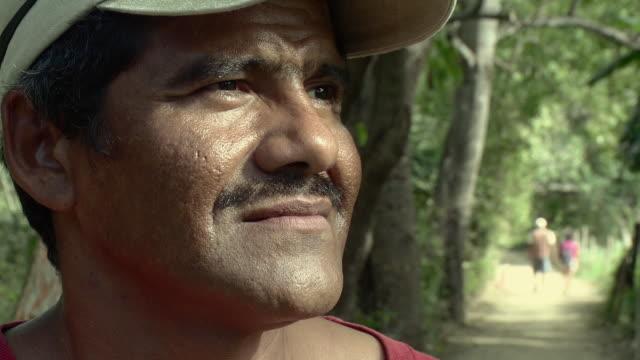 cu farmer in village / yelapa, jalisco, mexico - kopfbedeckung stock-videos und b-roll-filmmaterial