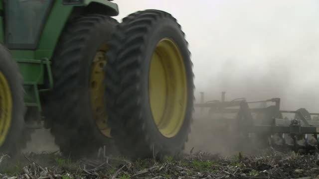 cu td la farmer plowing field, newark, illinois, usa - plow stock videos and b-roll footage