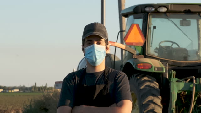 farmer worker wearing a protective face mask due covid-19 contagion prevention - land stock videos & royalty-free footage