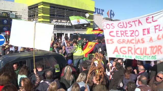 vídeos de stock e filmes b-roll de farmers and livestock breeders are seen during the demonstration in front of the extremadura goverment. - criação