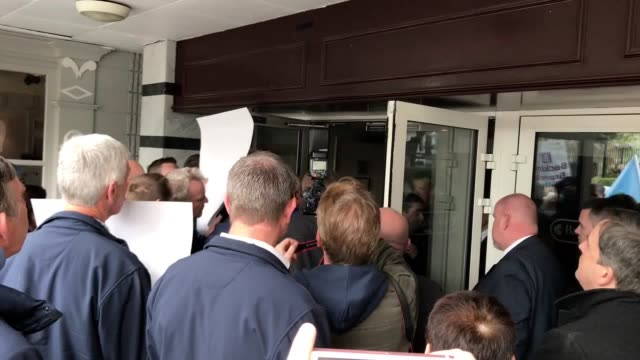 farmers have stormed an allied irish banks meeting in protest at the sale of loans to vulture funds. members of the irish farmers' association made... - 年次総会点の映像素材/bロール