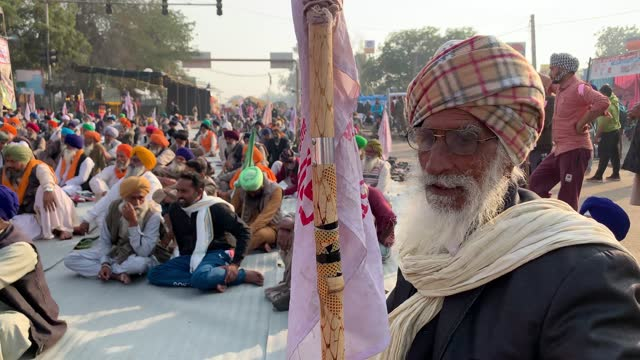 farmers in a protest at the delhi singhu border on december 21, 2020 in delhi, india. the 2020 indian farmers protest is an ongoing protest against... - punjab region stock-videos und b-roll-filmmaterial
